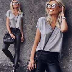 Básico nem tão básico da @bianca_petry Calça de couro, t-shirt & óculos #MarcJacobs ✔️ Pronta para arrasar no fim de semana!! #envyotica #ootd #ootn #outfit #biancapetry #leather #mystyle #couro #basic #valentino #moda #fashion