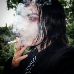 Ik smoking is bad and all but gerard really has to be out here like that Gerard Way, My Chemical Romance, Emo Bands, Music Bands, Smoking Is Bad, Supernatural, Mikey Way, Frank Iero, My Escape