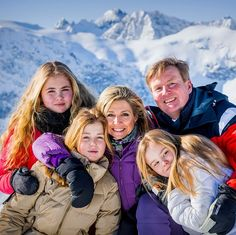 Lech febr 2018 our king, Queen and the princesses Dutch Princess, Little Princess, Dutch Royalty, Queen Maxima, Medieval Fantasy, Nassau, Beautiful Family, Netherlands, Bathing