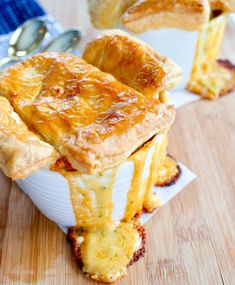 This delicious vegetarian pot pie recipe is made with an ooey, gooey broccoli cheddar filling then topped with a puff pastry crust and baked to perfection. Puff Pastry Recipes Savory, Pie Pastry Recipe, Puff Pastry Appetizers, Appetizer Recipes, Vegetarian Pie, Vegetarian Comfort Food, Vegetarian Main Dishes, Broccoli Cheddar, Pastry Design