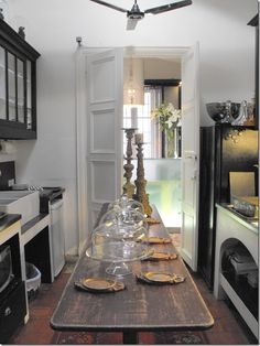 Love the narrow table in the middle of the kitchen..