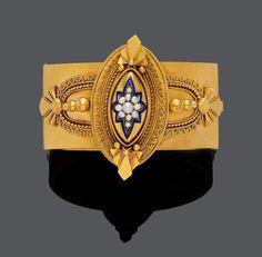 EMAIL-GOLD-PERLEN-ARMREIF, um 1870. Gelbgold, 42g. Dekorativer breiter Armreif, im archäologischen