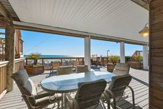 Sugar Palm Vacation Rentals - Sunset Paradise - Destin, FL 8000 sf allows pets! Some rooms weird