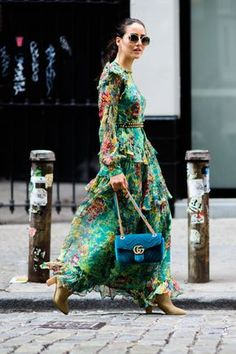 Bohemian style type street style, floral dress with turqouise gucci velvet bag, New York Fashion Week Street Style Chic, Looks Street Style, Street Style Trends, Spring Street Style, Cool Street Fashion, Looks Style, Look Fashion, Street Styles, Summer Street
