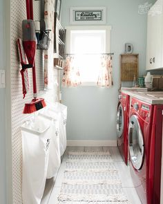 Need some laundry room inspiration? These 10 quick and EASY small laundry room organization and decor ideas will keep your laundry room organized and beautiful! Get them all right here: Laundry Room Wallpaper, Laundry Room Rugs, Tiny Laundry Rooms, Laundry Room Sink, Laundry Room Wall Decor, Laundry Room Shelves, Laundry Room Organization, Laundry Room Design, Laundry Area