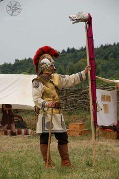 1883a3eb9d9b796dee120720d8666f28--roman-costumes-roman-legion.jpg (512×770)