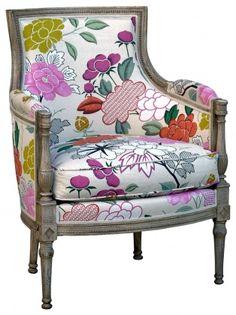 fauteuil peint en bleu et recouvert de tissu fleuri avec th i re en appliqu via marie claire. Black Bedroom Furniture Sets. Home Design Ideas