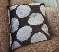 Koukutettu: Virkkuri 2 Crochet Cushions, Tapestry Crochet, Kuta, Crochet Home, Crotchet, Throw Pillows, Knitting, Projects, How To Make