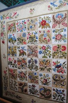 William Morris in Quilting: Eye candy overload, Caswell quilt Colchas Quilt, Quilt Border, Appliqué Quilts, Hand Applique, Applique Patterns, Quilt Patterns, Patchwork Patterns, Applique Designs, Quilting Projects