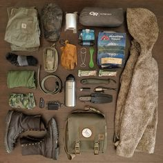 """2,257 Likes, 30 Comments - Greg (@scablands_bushcraft) on Instagram: """"This is a complete load out (clothes on my back and all) for 3 days and nights. I wanted it all to…"""""""