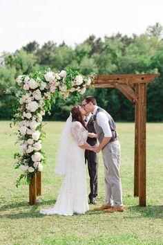 Outdoor Wedding Flowers, Fall Wedding Bouquets, Fall Wedding Colors, Fall Wedding Dresses, Wedding Invitation Video, Fall Wedding Invitations, Wedding Decorations On A Budget, Vineyard Wedding, Wedding Couples