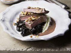 Filet vom Hirsch mit getrockneten Pflaumen und Kartoffelbrei ist ein Rezept mit frischen Zutaten aus der Kategorie Hirsch. Probieren Sie dieses und weitere Rezepte von EAT SMARTER!