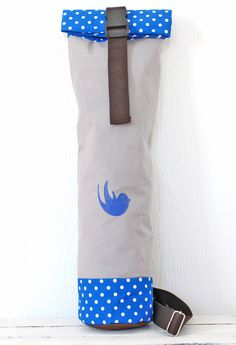 Robuste Tasche aus Canvas für Yoga-Matten. Die Tasche ist komplett vegan hergestellt und eignet sich durch einen verstellbaren Riemen für Erwachsene und Kinder. Geschenk kaufen von birdy-online via DaWanda.com