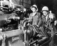 """Rare Photos of Black Rosie the Riveters endangered-justice-seeker: """" During World War II, African-American women entered the wartime workforce. Previously, black women's work in the United. Hard Working Women, Working Woman, Working Girls, Rare Images, Rare Photos, Women In History, Black History, Library Of Congress Photos, Rosie The Riveter"""