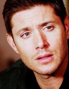 Jensen Ackles as Dean Winchester. Jensen Ackles Supernatural, Jensen Ackles Jared Padalecki, Supernatural Destiel, Jensen Ackels, Castiel, Smallville, Dean Winchester, Familia Winchester, Super Natural