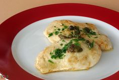 SOSCuisine: [G.] Chicken cutlets with lemon juice, parsley, and capers. Hailing from Italy, the «piccata Poulet Piccata, Chicken Piccata, Chicken Cutlets, Food Dishes, Main Dishes, Lactose Free Recipes, Valeur Nutritive, Free Meal Plans, Chicken Recipes