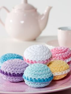 Amigurumi Food: Macarons ~ Free Crochet Pattern PDF File here… Crochet Cake, Crochet Food, Love Crochet, Diy Crochet, Crochet Crafts, Crochet Dolls, Yarn Crafts, Crochet Projects, Amigurumi Patterns