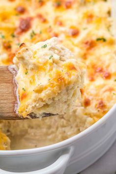 Creamy Chicken and Cauliflower Rice Casserole - A quick, easy, and over the top tasty dinner - gluten free, keto, low carb friendly tasty dinner vegitarian dinner recipes pilsbury recipes dinner hashbrown recipes dinner Bariatric Recipes, Ketogenic Recipes, Low Carb Recipes, Diet Recipes, Cooking Recipes, Healthy Recipes, Smoothie Recipes, Chicken Recipes Easy Low Carb, Cheese Recipes
