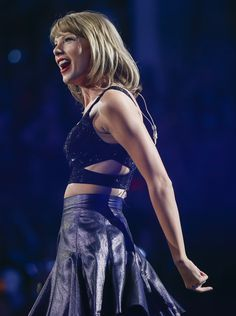 Taylor performing New Romantics during the 1989 World Tour in Indianapolis 9.16.15