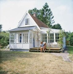 cute little cottage...and its still bigger  than what I have now!