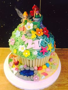 Giant cupcakes by cupcakes by Victoria Hartlepool