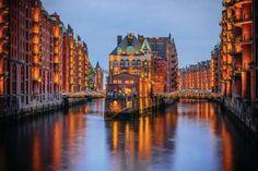 3. HAMBOURG, ALLEMAGNE. Cité marchande, cosmopolite et bourgeoise, premier port allemand, Hambourg e... - RYSZARD FILIPOWICZ - iStockphoto