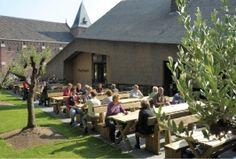 Een La Trappe biertje op het terras van de Koningshoeven in Berkel-Enschot