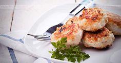 Pulpety ze szczupaka Salmon Burgers, Poland, Meat, Chicken, Cooking, Ethnic Recipes, Food, Kitchen, Salmon Patties