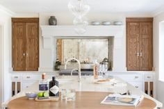 This Luxury Bespoke Kitchen in Hadley Wood is a stunning example of the traditional joinery techniques and workmanship by Humphrey Munson. Inframe Kitchen, Kitchen Cabinets, Humphrey Munson, Kitchen Island With Seating, Bespoke Kitchens, Hadley, Joinery, Traditional, Luxury