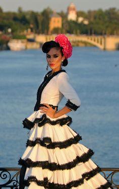 Triana, Sevilla. #flamenca #feriadeabril #puentedetriana