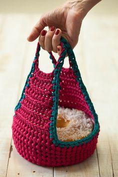 Fabric phone holder for desk with pouch is nice Valentine' Crochet Kitchen, Crochet Home, Crochet Gifts, Crochet Motif, Knit Crochet, Crochet Patterns, Crochet Organizer, Cotton Cord, Crochet Decoration