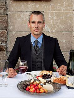 A gentleman's guide to dining etiquette.