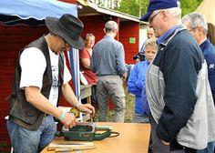 På kurs med Per Sandvik lærar ein å vedlikehalde knivar og anna verktøy! Anna, Velvet