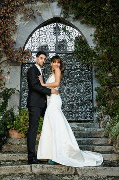 Sposi davanti all'Ingresso principale del Castello di Rezzonico