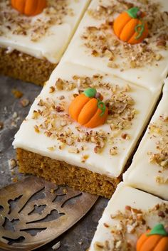 Thanksgiving Cakes That Will Impress Even the Strictest Pie-Lovers This Year Delicious Thanksgiving holiday cake recipes to turn any pie lover into a cake fan!Delicious Thanksgiving holiday cake recipes to turn any pie lover into a cake fan! Fall Dessert Recipes, Fall Desserts, Fall Recipes, Delicious Desserts, Fall Snacks, Easter Desserts, Christmas Desserts, Christmas Baking, Brunch Recipes