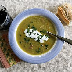 Smoky Ham and Split Pea Soup Lunch Recipes, Real Food Recipes, Soup Recipes, Yummy Food, Yummy Yummy, Chicken Recipes, Pea And Ham Soup, Pea Soup, Bowl Of Soup