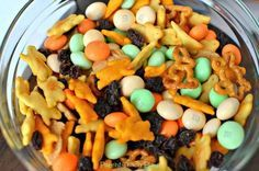 Easiest Ever Easter Snack Mix - Parent Teach Play Easter treat for Lena's school.