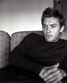 Jude Law, one of my all time favourite actors Jude Law, Beautiful Boys, Gorgeous Men, Beautiful People, Steve Mcqueen, Celebrity Photos, Celebrity Crush, Lois Jeans, Looks Black