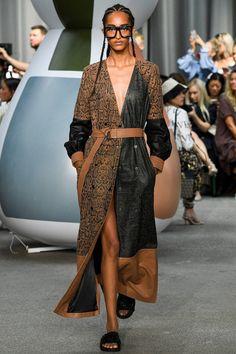 Munthe Copenhagen Spring 2020 Fashion Show Collection: See the complete Munthe Copenhagen Spring 2020 collection. Look 35 2020 Fashion Trends, Fashion 2020, High Fashion, Vogue Fashion, Runway Fashion, Fashion Outfits, Fashion Spring, Stylish Outfits, Outfit Trends