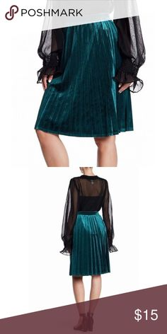 d9f78bc425dd4 Green Velvet Skirt Color  Greens Size Type  Regular Bottoms Size (Women s)   M Style  Pleated Length  Knee-Length Material  Polyester Abound Skirts  Circle   ...