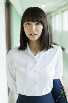 吉岡里帆 Beautiful Japanese Girl, Japanese Beauty, Asian Beauty, Beautiful Women, Pin Up Girls, Cute Girls, Asian Woman, Asian Girl, Pretty Korean Girls