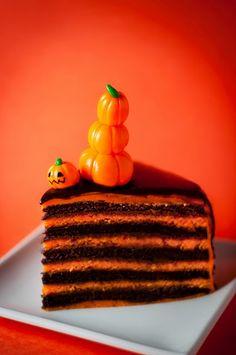 Chocolate Orange Layer Cake- perfect for halloween! Halloween Cakes, Halloween Treats, Halloween Goodies, Happy Halloween, Cakepops, Cupcakes, Cupcake Cakes, Cake Recipes, Dessert Recipes
