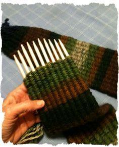 Stick Weaving - I'm really having, Diy Abschnitt, Weaving Loom Diy, Weaving Art, Tapestry Weaving, Hand Weaving, Inkle Weaving, Loom Knitting Projects, Weaving Projects, Weaving Textiles, Weaving Patterns