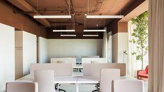 Iluminamos las nuevas oficinas de Tresmares Capital | Faro Work Cafe, Studios Architecture, Open Office, Workplace Design, Old Building, Floor Lamp, Madrid, Flooring, Offices