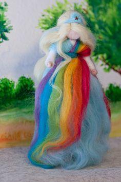 Fee aus Märchenwolle, wool fairy, fairy, felt, wool, craft, jahreszeitentisch, märchenwolle, waldorf, regenbogen, rainbow https://www.facebook.com/Colorspell