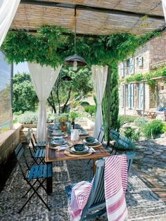 Wunderschön renoviertes altes Bauernhaus in Cáceres, Spanien - Pergola - Outdoor Rooms, Outdoor Dining, Outdoor Gardens, Outdoor Decor, Rustic Outdoor, Porch And Terrace, Gazebos, Old Farm Houses, Outside Living