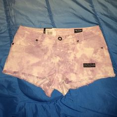 NWT VOLCOM CUT OFF HIGH VOLTAGE LAV SHORTS SZ 7 NWT SZ 7 VOLCOM HIGH VOLTAGE LIBERATED LAVENDER TIE DYE CUT OFF SHORTS. BUTTON ZIP CLOSURE. REALLY CUTE!!! Volcom Shorts Jean Shorts