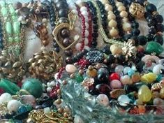 Jewelry Making for Beginners - The types of beads used in jewelry making #jewelrymaking