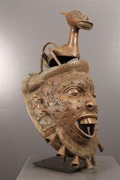 Art africain - Masque Tikar en Bronze Bronze Sculpture, Lion Sculpture, Statues, Afrique Art, Lion Mask, African Sculptures, Art Premier, Soul Art, Afro Art