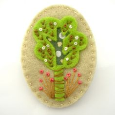 Felt Woodland Brooch - just love french knots...